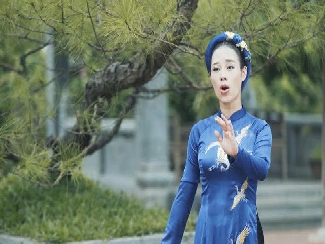 Vợ Việt Hoàn bắt đầu sự nghiệp ca hát với MV 'Mẹ tôi'