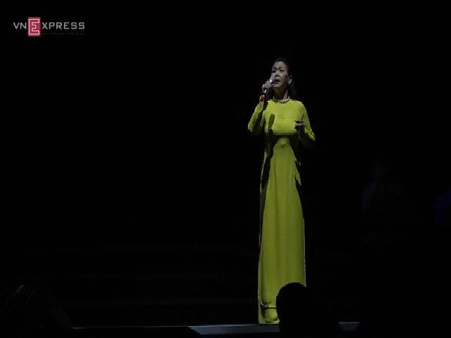 Khánh Ly hát 'Như cánh vạc bay'