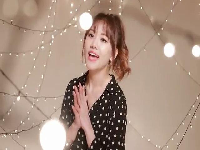 Hari Won hát 'Happy Christmas'
