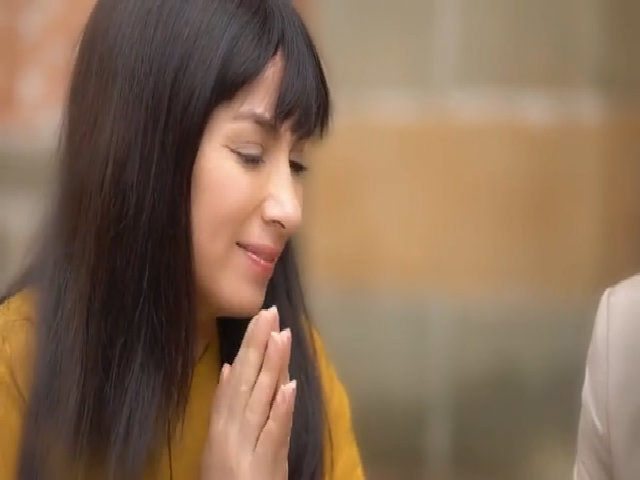 Hồ Văn Cường đi bán vé số trong MV mới