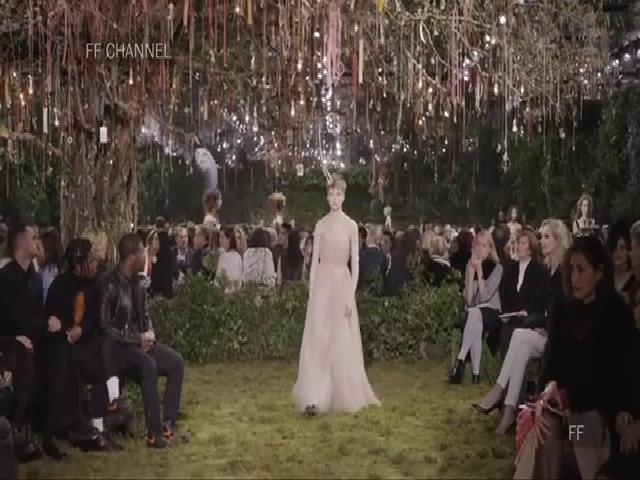 Bộ sưu tập couture Xuân 2017 của Dior