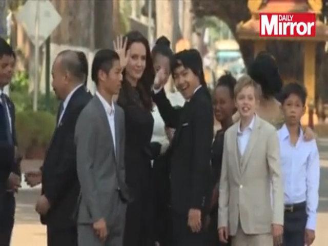 Angelina Jolie và sáu con ra mắt phim ở Campuchia