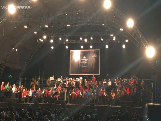 Nhóm London Symphony Orchestra chơi Quốc ca Việt Nam