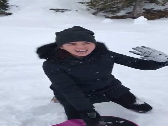 Ngọc Trinh thích thú trượt tuyết ở châu Âu