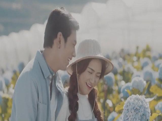 Hòa Minzy hát 'Tìm một nửa cô đơn'