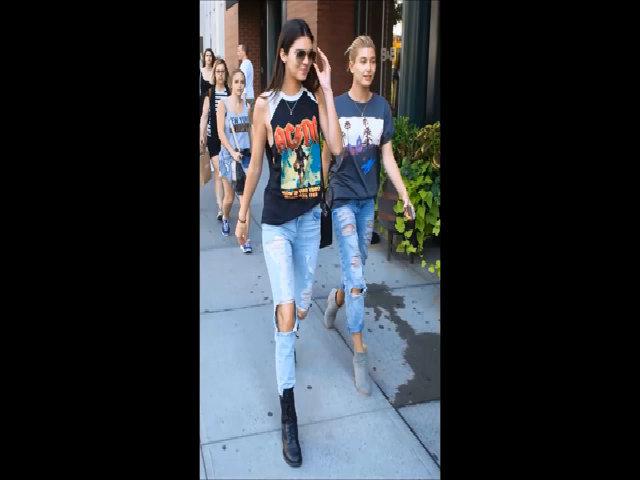 Kendall Jenner khoe street style với quần jeans