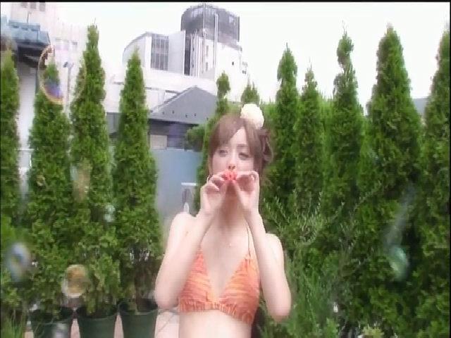 Nozomi Sasaki tạo dáng với bikini