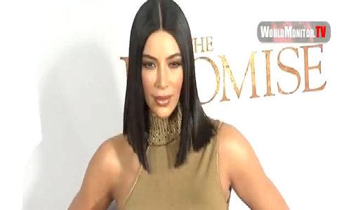 Kim Kardashian không mặc áo ngực lên thảm đỏ