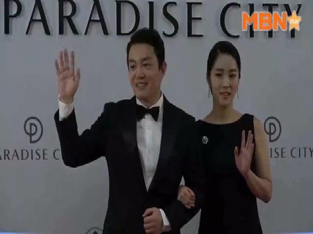 Vợ chồng Lee Bum Soo dự sự kiện