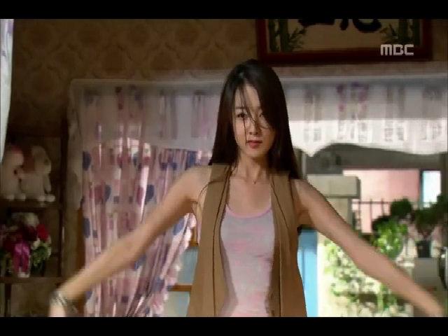 So Yi Hyun đóng vai Ruby trong 'Gia đình đá quý'