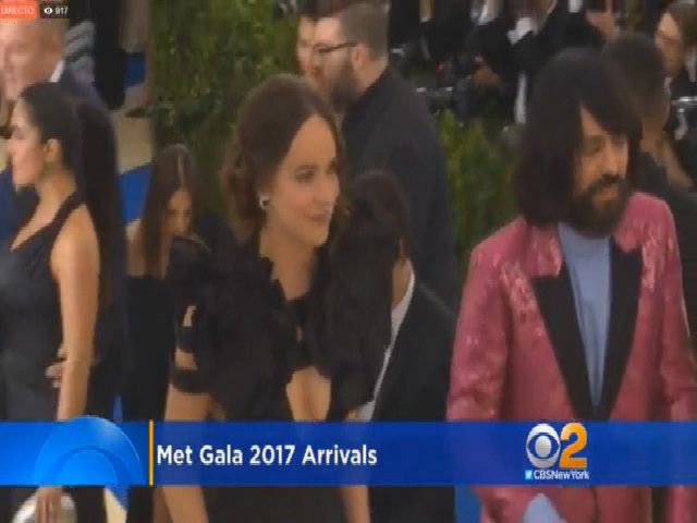 Dakota Jonhson ở Met Gala 2017