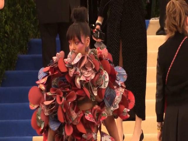 Rihanna mặc đẹp nhất ở Met Gala 2017