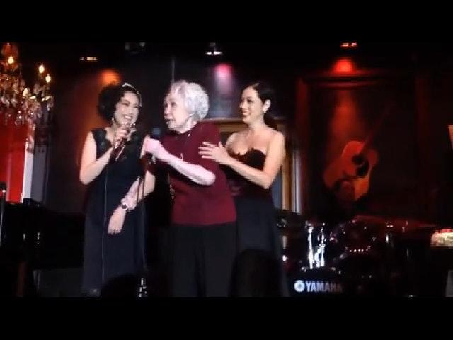 Ý Lan hát cùng Thái Thanh trong sinh nhật tuổi 80 của bà
