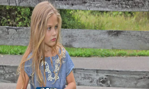 Con gái 'bom sex' Anna Nicole Smith ra dáng thiếu nữ khi dự sự kiện