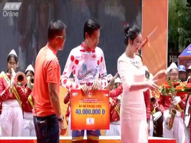 Lý Nhã Kỳ diện váy 4.000 USD đi sự kiện