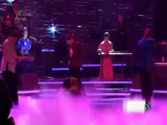 Phương Mỹ Chi hát 'Quê em miền nước lũ'