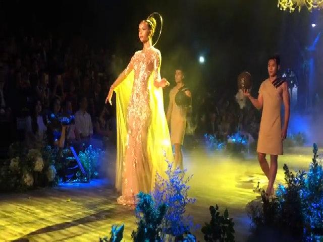 Flora Coquerel làm vedette show Hoàng Hải