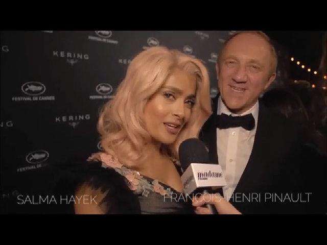 Salma Hayek trong một bữa tiệc tại Cannes