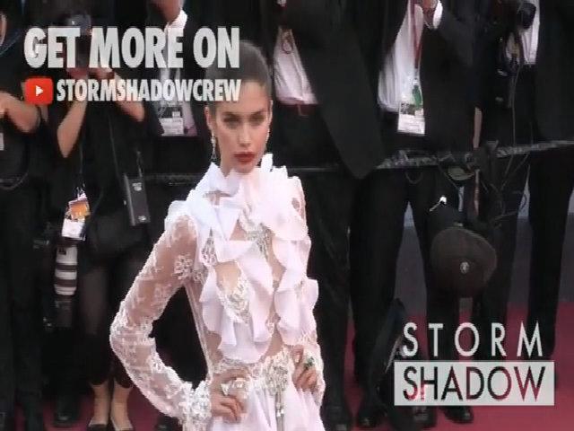 Sara Sampaio diện váy trong suốt ở Cannes 2017