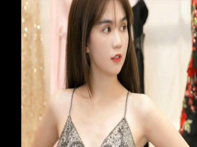 Váy áo gợi cảm của Ngọc Trinh