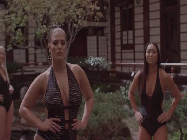 Ashley Graham quảng cáo đồ bơi