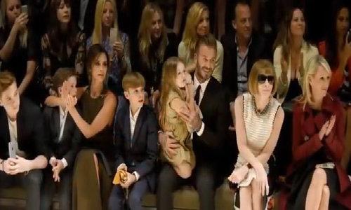 David Beckham tiép tục bị chỉ trích khi hon moi con gái Harper