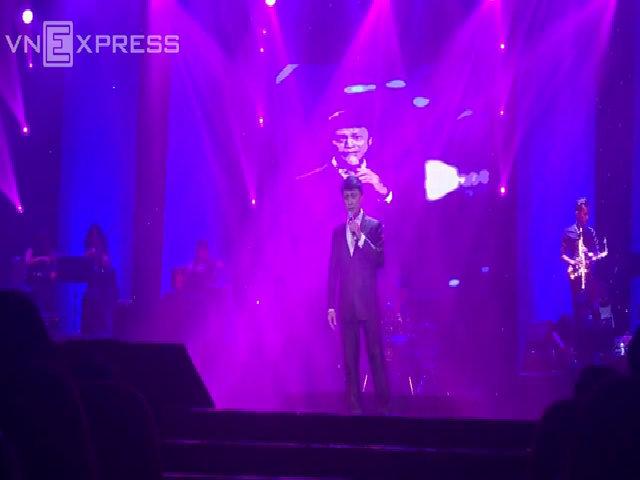 Tuấn Ngọc hát 'Khúc thụy du'