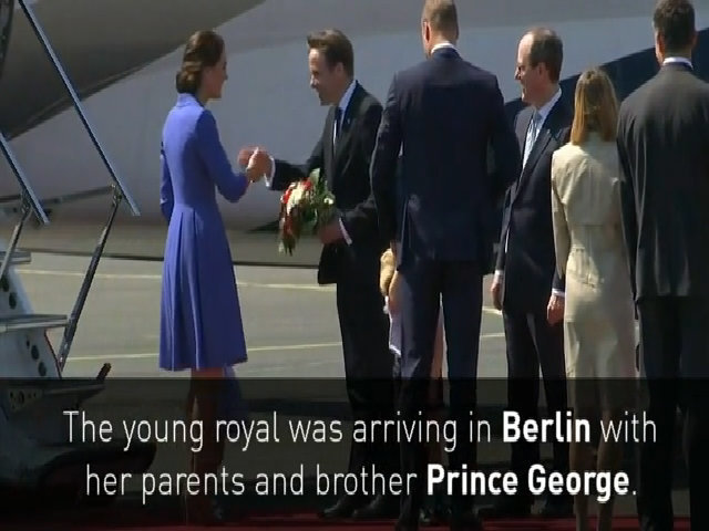 Gia đình Hoàng tử Anh ở sân bay tại Berlin