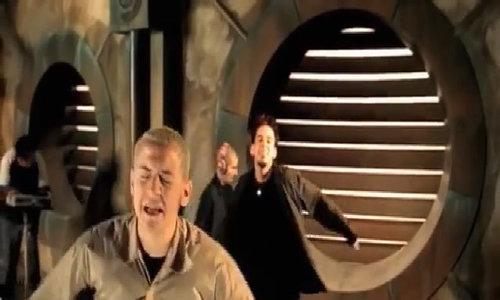 Linkin Park tuong nho mot nam ngay Chester Bennington qua doi