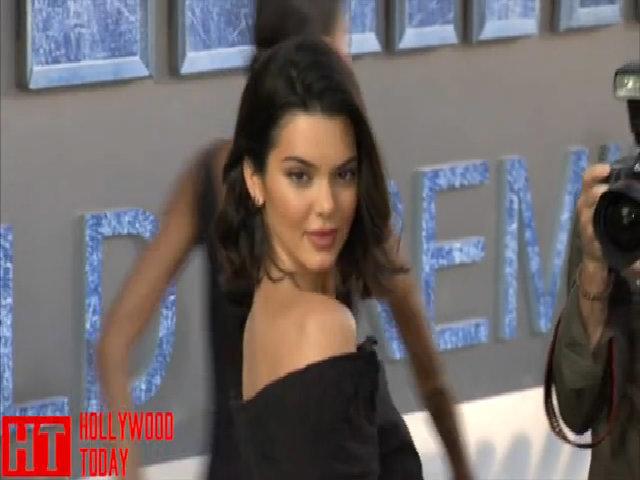 Kendall Jenner khoe chân dài