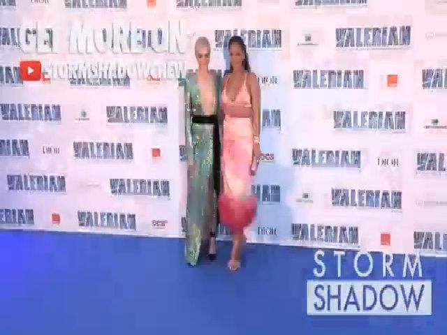 Rihanna và Cara Delevingne gợi cảm trên thảm đỏ