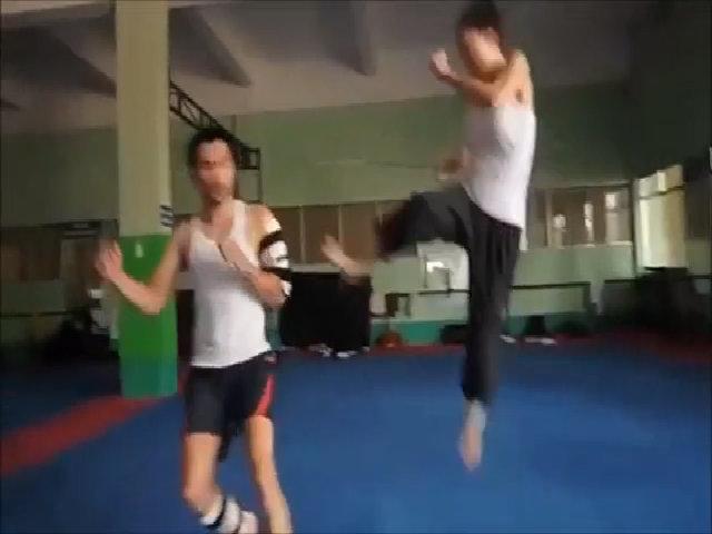 Johnny Trí Nguyễn và Ngô Thanh Vân tập luyện dữ dội cho phim Bẫy rồng
