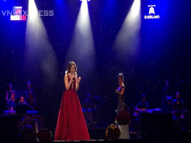 Mỹ Tâm, Mỹ Linh và Hồng Nhung hát 'Vẫn hát lời tình yêu'