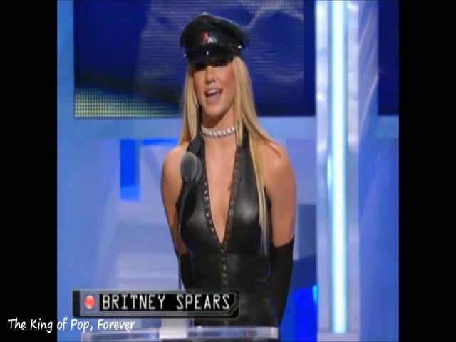 Britney Spears ở lễ trao giải VMAs 2002