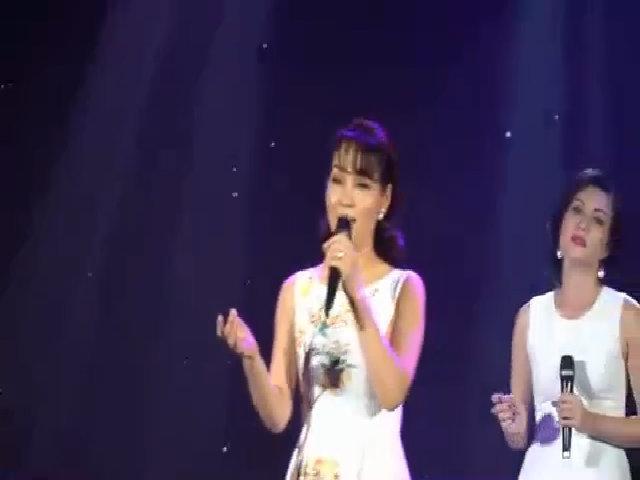 Mai Thu Huyền hát 'Mẹ yêu' trong nhóm hợp ca An Nhiên
