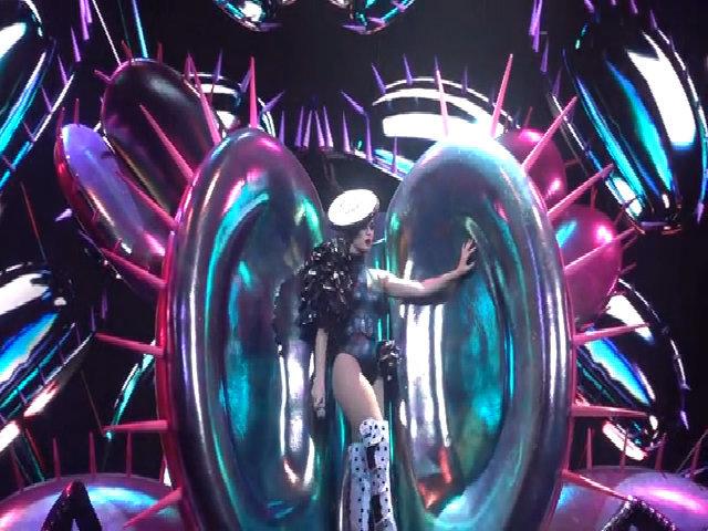 Katy Perry hát Bon Appétit