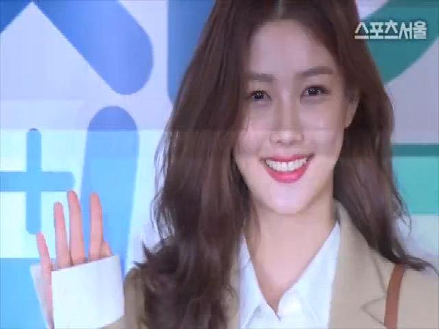 """Kim Yoo Jung tham dự buổi công chiếu phim """"""""Star Next Door"""""""