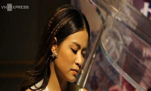 Hoàng Thùy Linh rưng rưng nghe đoạn audio cô bộc bạch