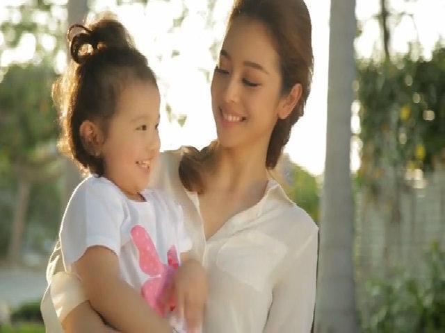 Jennifer Phạm và con gái