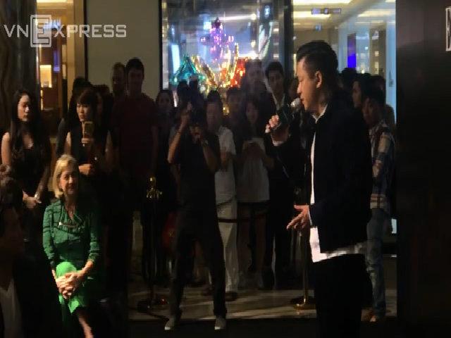 Tuấn Hưng biểu diễn tại sự kiện