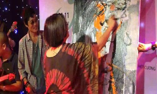 Nhóm họa sĩ Việt ngẫu hứng vẽ tranh trên nền nhạc Rock