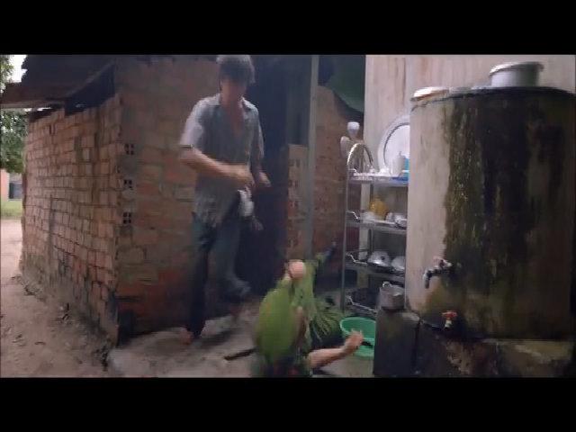 """Lương Mạnh Hải chạy trốn trong """"Khi con là nhà"""""""