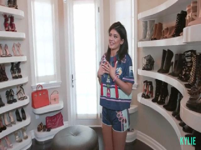 Kylie Jenner khoe tủ giày