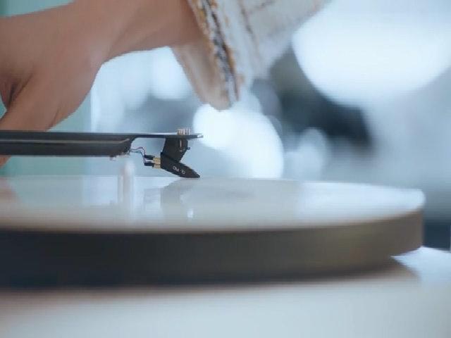Arizona Muse trong quảng cáo của Chanel