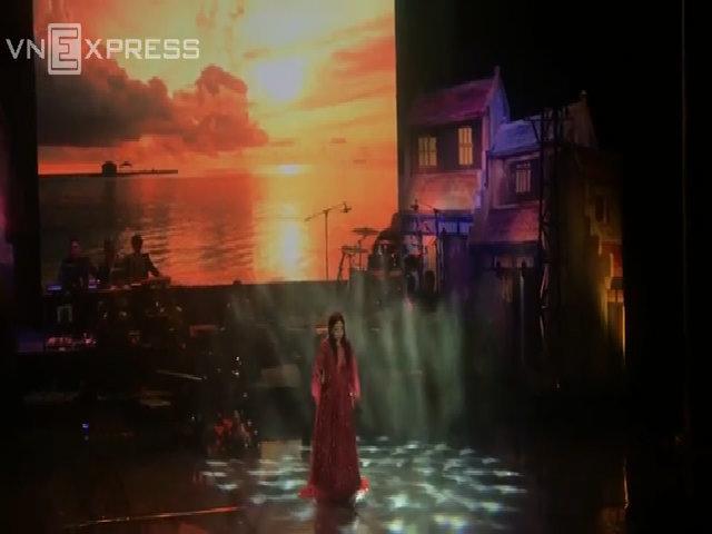 Minh Chuyên hát 'Đâu phải bởi mùa thu'