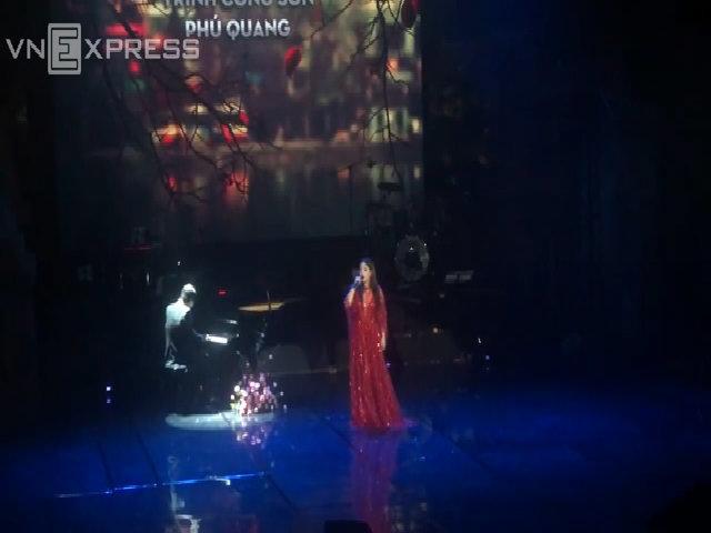 Minh Chuyên hát 'Khúc mùa thu'