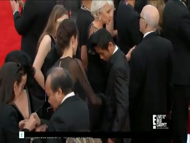 Mẹ con Angelina Jolie chuẩn bị lên thảm đỏ Quả Cầu Vàng