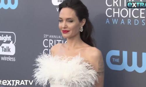 Angelina Jolie đẹp nhất tuần với đầm quây ngực - ảnh 3