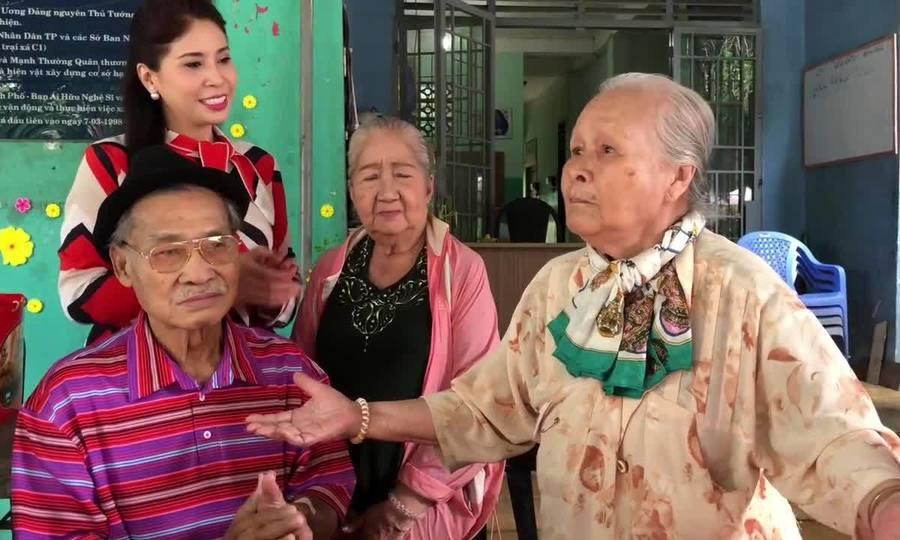 Nghệ sĩ Ngọc Đáng hát 'Làng tôi' tặng Lý Huỳnh