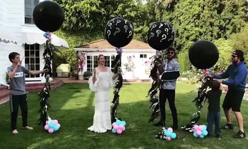 Kate Hudson sinh con gai